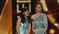 Emily Deschanel, Zooey Deschanel - Los Angeles - 22-09-2013 - Emmy Awards 2013:      lo       show