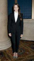 Shallene Woodley - New York - 28-11-2011 - Quando le dive rubano dall'armadio di lui