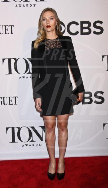 Scarlett Johansson - New York - 09-06-2013 - Il rossetto dell'autunno? E' rosso Burgundy