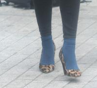 Fearne Cotton - Londra - 25-09-2013 - Un pugno nell'occhio: Fearne Cotton, il calzino e il leopardo