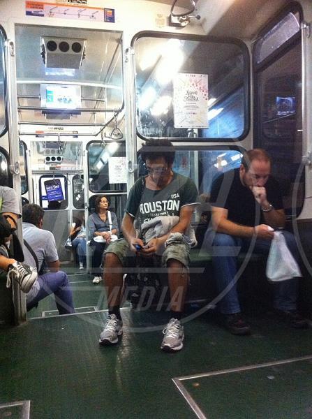 Edoardo Bennato - interni - Napoli - 26-09-2013 - Star come noi: Edoardo Bennato nella metro napoletana