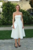 Eva Herzigova - Parigi - 27-09-2013 - Indecisa sull'abito nuziale? Ispirati al red carpet!