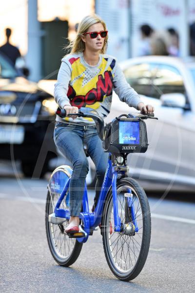 Nicky Hilton - New York - 28-09-2013 - Dove vai, se la bici (condivisa) non ce l'hai?