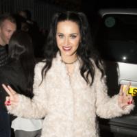 Katy Perry - Londra - 30-09-2013 - La pelliccia bianca di Katy Perry chiude l'iTunes Festival