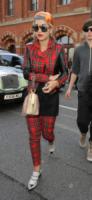 Rita Ora - Londra - 02-10-2013 - Il must dell'autunno? Sua Maestà il tartan!
