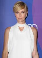 Charlize Theron - Beverly Hills - 04-10-2013 - Jennifer Hudson e Charlize Theron: chi lo indossa meglio?
