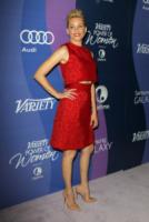 Elizabeth Banks - Beverly Hills - 04-10-2013 - Il re del Capodanno? E' sempre sua maestà il rosso!