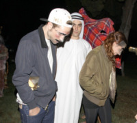Robert Pattinson, Kristen Stewart - Los Angeles - 31-10-2012 - Ad Halloween le star si vestono così