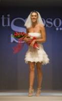 Cecilia Rodriguez - Ercolano - 05-10-2013 - Vade retro abito! Cecilia Rodriguez sposa per Medea