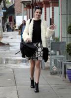 Kristen Ritter - Los Angeles - 09-10-2013 - Quando una normale passeggiata diventa una passerella