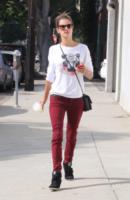 Alessandra Ambrosio - Brentwood - 08-10-2013 - Quando una normale passeggiata diventa una passerella