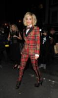 Rita Ora - Londra - 10-10-2013 - Paloma Faith e Rita Ora: chi lo indossa meglio?