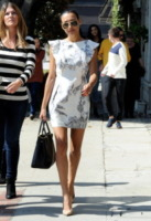 Naya Rivera - Beverly Hills - 12-10-2013 - Mini o longuette, ma pieno di fiori: è l'abito della primavera!