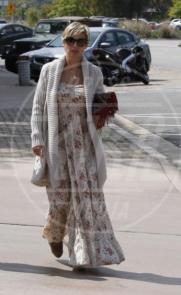 Elsa Pataky - 29-03-2013 - Il maglione è la soluzione per la… fredda stagione!