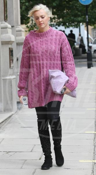 Fearne Cotton - Londra - 09-10-2013 - Il maglione è la soluzione per la… fredda stagione!