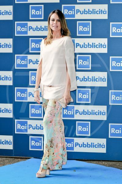 Paola Perego - Roma - 24-06-2013 - Nostalgia della primavera? Curatela con i fiori… sui pantaloni