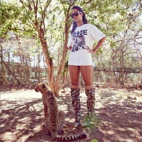 Rihanna - Los Angeles - 16-10-2013 - Dillo con un tweet: la vita bestiale di Rihanna