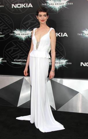 Anne Hathaway - New York - 17-07-2012 - Guardami negli occhi… se ci riesci!