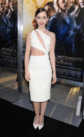 Lily Collins - Hollywood - 11-08-2013 - Guardami negli occhi… se ci riesci!