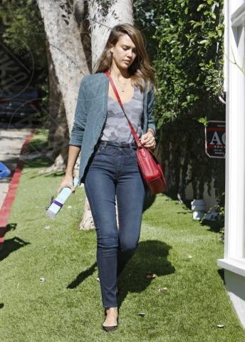 Jessica Alba - Los Angeles - 16-10-2013 - Le star che si mimetizzano nella giungla metropolitana