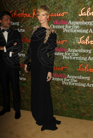 Charlize Theron - Los Angeles - 17-10-2013 - Vade retro abito! Le stelle celebrano Salvatore Ferragamo