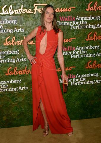 Alessandra Ambrosio - Beverly Hills - 17-10-2013 - Vade retro abito! Le stelle celebrano Salvatore Ferragamo