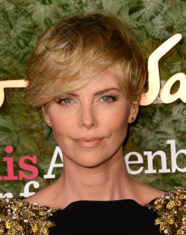 Charlize Theron - Beverly Hills - 17-10-2013 - Morta a 21 anni Skye McCole Bartusiak