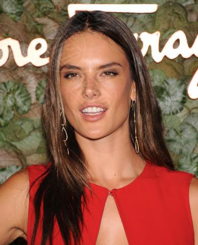 Alessandra Ambrosio - Beverly Hills - 17-10-2013 - Le star che non sapevate avessero particolari difetti fisici