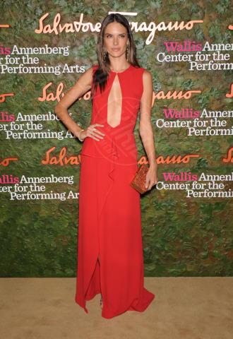 Alessandra Ambrosio - Beverly Hills - 17-10-2013 - Il re del Capodanno? E' sempre sua maestà il rosso!