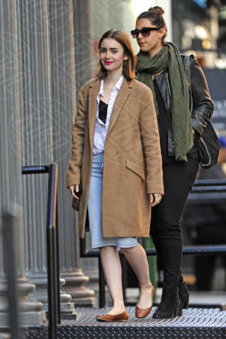Lily Collins - New York - 18-10-2013 - L'inverno porta in dote i colori neutrali, come il beige