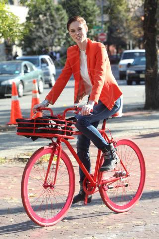Coco Rocha - New York - 18-10-2013 -  Dove vai se la bicicletta, trendy, non ce l'hai?