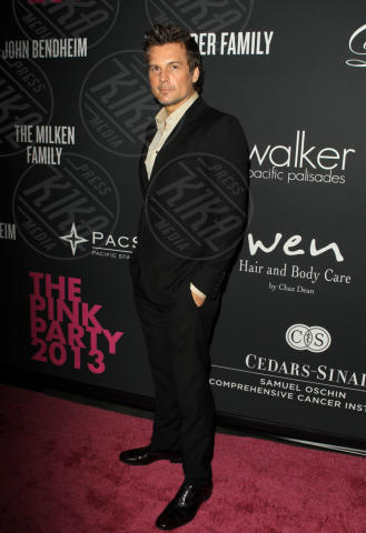 Len Wiseman - Santa Monica - 20-10-2013 - Anne Hathaway splendida madrina del Pink Party