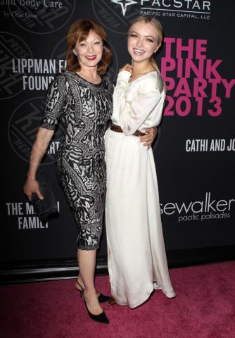 Francesca Eastwood, Frances Fisher - Santa Monica - 20-10-2013 - Anne Hathaway splendida madrina del Pink Party