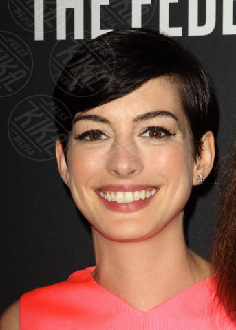 Anne Hathaway - Santa Monica - 20-10-2013 - Anne Hathaway splendida madrina del Pink Party