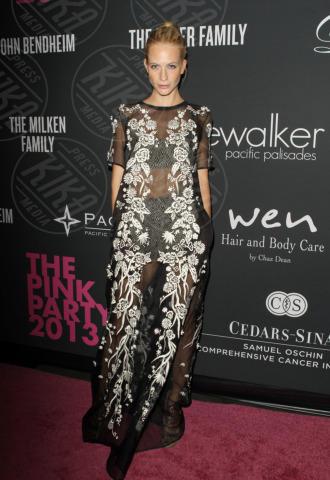 Elyse Walker - Santa Monica - 20-10-2013 - Anne Hathaway splendida madrina del Pink Party
