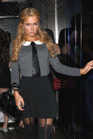 Paris Hilton - Hollywood - 19-10-2013 - Donne con le gonne? No: con la cravatta!