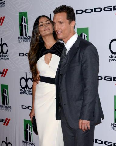 Camila Alves, Matthew McConaughey - Beverly Hills - 21-10-2013 - Volata Oscar 2014: Matthew McConaughey, l'outsider in paradiso