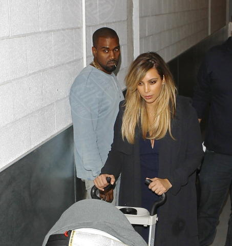 North West, Kim Kardashian, Kanye West - Beverly Hills - 10-10-2013 - Kim Kardashian e Kanye West presto sposi