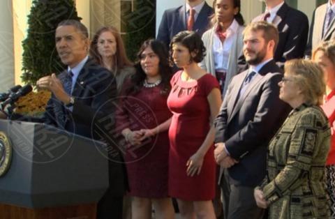 Karmel Allison, Barack Obama - Washington - 22-10-2013 - Barack Obama sorregge una ragazza incinta che sta per svenire