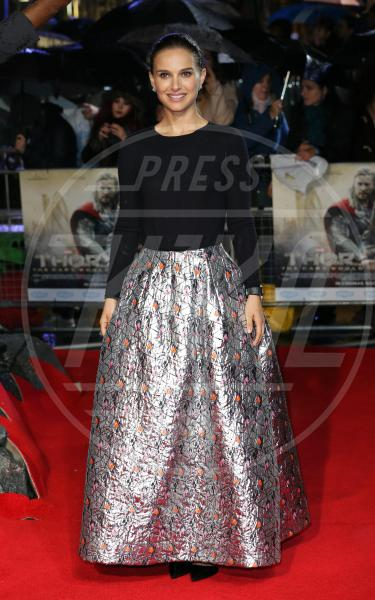 Natalie Portman - Londra - 22-10-2013 - Vita stretta e gonna ampia: bentornati anni '50!