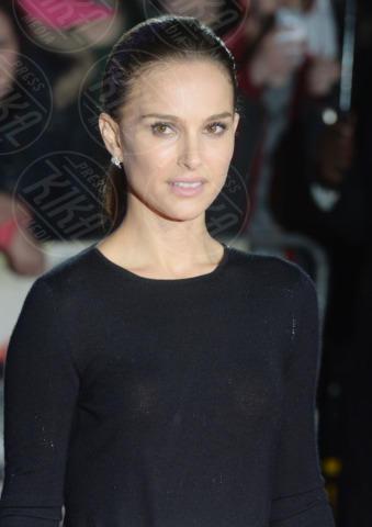 Natalie Portman - Londra - 22-10-2013 - L'eleganza di Natalie Portman illumina la notte londinese