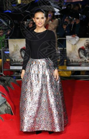Natalie Portman - Londra - 22-10-2013 - Vade retro abito! Natalie Portman in Christian Dior