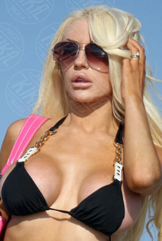 Courtney Stodden - Los Angeles - 21-10-2013 - Courtney Stodden o Lindsay    Lohan?