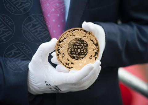 Sudditi inglesi - Londra - 23-10-2013 - Festa in casa Windsor: il principe George è stato battezzato