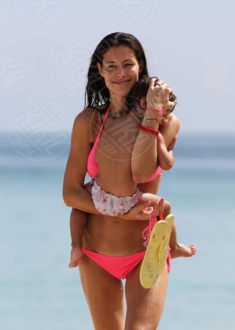 Raffaela Maria Ramazzotti, Marica Pellegrinelli - Miami - 23-10-2013 - Eros in concerto, Marica in spiaggia