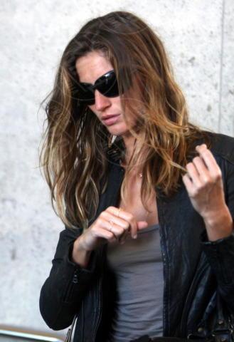 Gisele Bundchen - Los Angeles - 12-03-2009 - Quando i vestiti non fanno il loro dovere la gaffe è assicurata