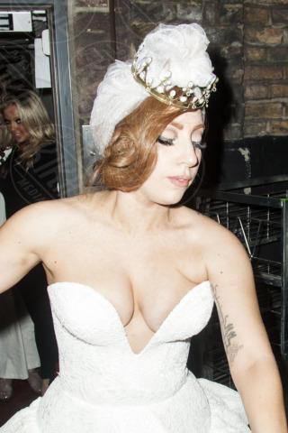 Lady Gaga - Londra - 09-09-2012 - Quando i vestiti non fanno il loro dovere la gaffe è assicurata