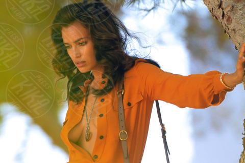 Irina Shayk - Ibiza - 17-07-2013 - Rihanna & Co.: quando le star vanno fuori di seno