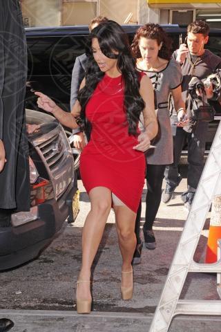 Kim Kardashian - New York - 14-04-2011 - Quando i vestiti non fanno il loro dovere la gaffe è assicurata