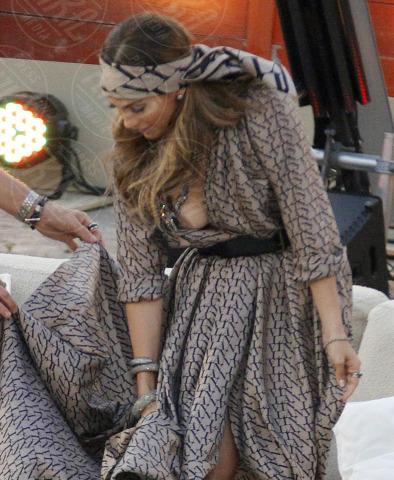 Jennifer Lopez - Maiorca - 18-06-2011 - Quando i vestiti non fanno il loro dovere la gaffe è assicurata